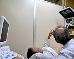 モニターを見ながら超音波検査ができます